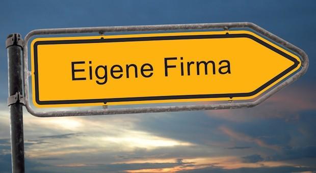 Wer ein eigenes Unternehmen gründet, muss viele Entscheidungen treffen. Was ist die beste Rechtsform? UG oder GmbH?