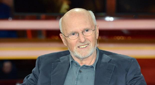 """Unternehmer Dirk Roßmann während der ARD-Talksendung """"Günther Jauch"""" am 17.05.2015 zum Thema: """"Unverdient reich - ist Erben gerecht?"""""""