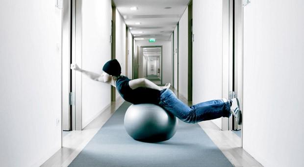Hauptsache Spaß bei der Arbeit: Gerade Hochqualifizierte kann man eher durch eine tolle Atmosphäre an sich binden als durch ein hohes Gehalt.