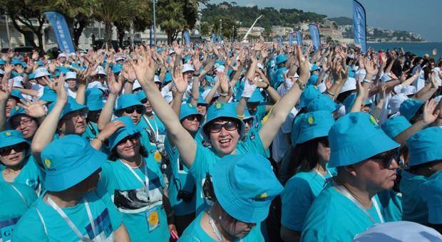 Endlich in Nizza: Der chinesische Unternehmer Li Jinyuan hatte 6200 Mitarbeiter zum Urlaub nach Frankreich eingeladen.