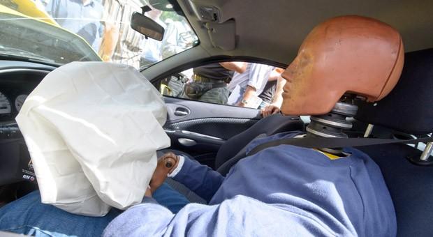 Falsch auslösende Airbags wie die von Takata können Autofahrer schwer verletzen oder sogar töten.