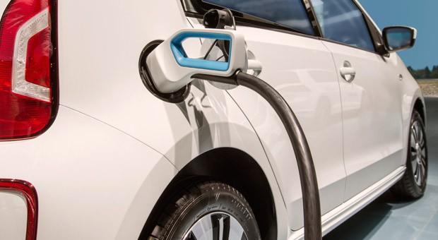 """Bei der Initiative """"eFlotte – elektromobil unterwegs in Hessen"""" testen Unternehmen Elektroautos"""