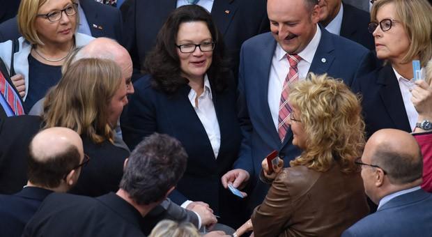 Bundesarbeitsministerin Andrea Nahles (SPD) im Bundestag bei der namentlichen Abstimmung über das Gesetz zur Tarifeinheit
