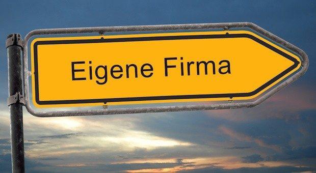 Wer ein eigenes Unternehmen gründet, muss viele Entscheidungen treffen. Zum Beispiel auch die nach der Rechtsform:  GmbH oder UG?