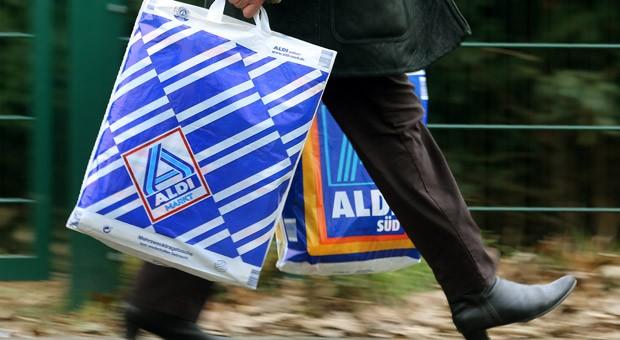 Auch Aldi gehört zu den größten Familienunternehmen in Deutschland. Der Discounter machte die Familienunternehmer Theo und Karl Albrecht  zu den reichsten Menschen Deutschlands.