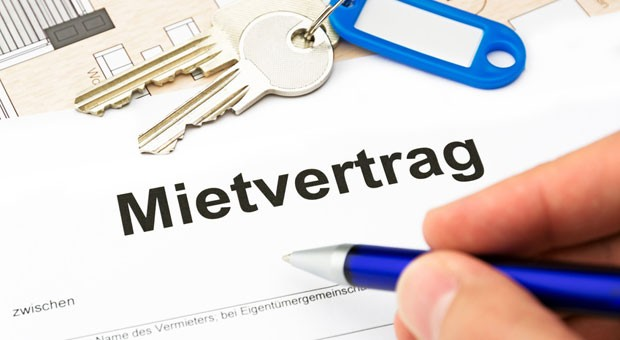 Viele Vermieter beauftragen einen Makler, damit ein Mietvertrag zustande kommt. Ab 1. Juni müssen sie für diese Dienste zahlen - und nicht mehr der Mieter.