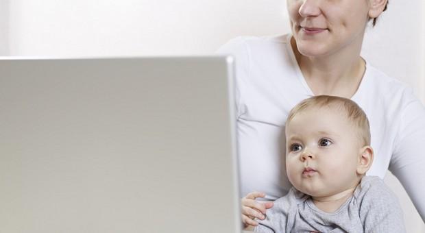 Das Kind mit zur Arbeit nehmen, weil die Kita streikt? In einigen Unternehmen ist das möglich.