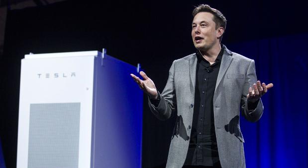 Tesla-Chef Elon Musk bei der Präsentation der Hausbatterie in Kalifornien.
