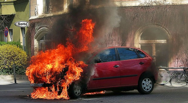 Das Auto einer Frau brannte kurz nach dem Kauf aus, sie klagte gegen den Hersteller. Jetzt entschied der Europäische Gerichtshof über den Fall.