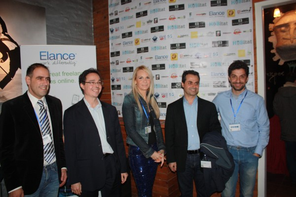 Jungunternehmerin Effie Siaini (M.) mit anderen Gründer aus ihrer Heimatstadt Patras. ©impulse