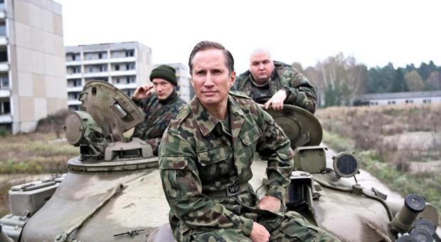 Sven Stanislawski (Benno Fürmann, vorne) zieht mit seinen Jungs Johnny (Jacob Matschenz) und Kalle (Daniel Zillmann) in den Kampf.