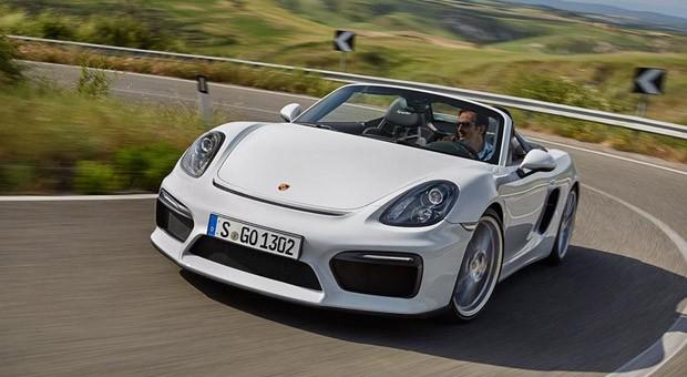 Der neue Porsche Boxster Spyder auf der Straße.