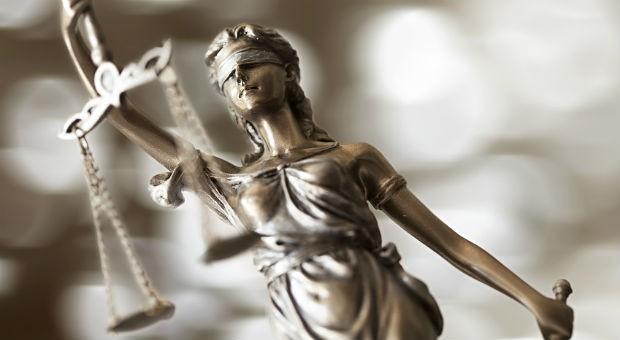 Ist bei einer Kündigung eine Benachteiligung wegen des Alters zu vermuten, ist diese laut einem aktuellen Urteil des Bundesarbeitsgerichts unwirksam.