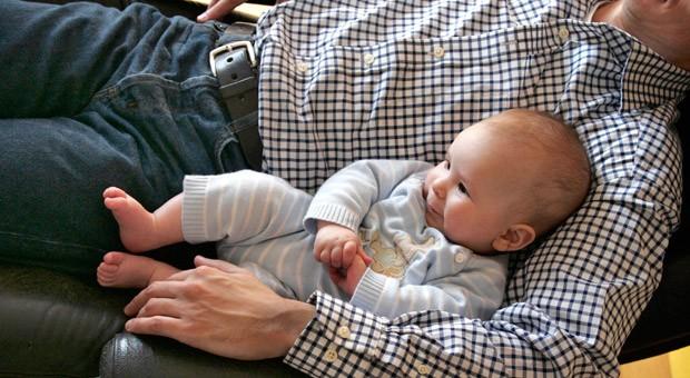 Für Eltern und Arbeitgeber sind mit dem Elterngeld Plus am 1. Juli wichtige Gesetzesänderungen in Kraft.
