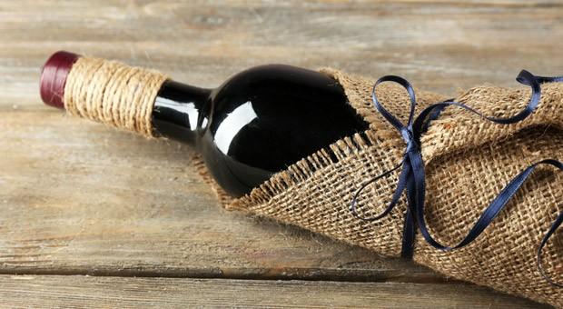 Beliebtes Geschenk für Geschäftspartner: eine gute Flasche Wein.