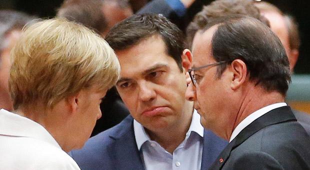 Griechenlands Regierungschef Alexis Tsipras, Bundeskanzlerin Angela Merkel und der französische Präsident Hollande während des Krisengipfels in Brüssel.