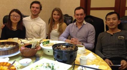 Netzwerken in China: Roman Kirsch (2.v.re.) mit zwei Lesara-Mitarbeitern aus Deutschland und einem chinesischen Geschäftspartner.© Lesara