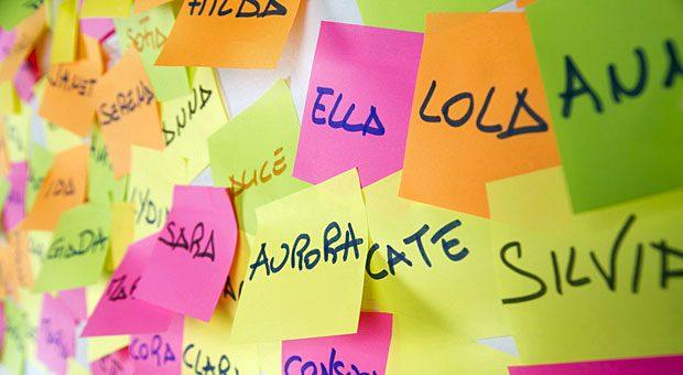 Mit unseren Tipps klappt's auch ohne Spickzettel: Wer sich Namen schneller und einfacher merken will, braucht nur die richtige Technik.