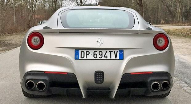 Ein schöner Rücken kann auch entzücken, finden Sie? Dann sollten Sie sich diesen Ferrari F12 mal genauer anschauen ...