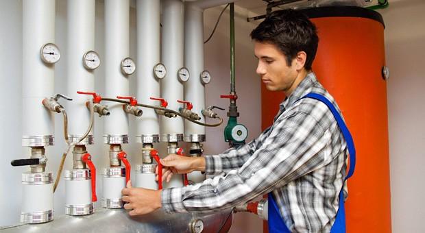 Auch Sanitär-, Heizungs- und Klimatechnik gehört zu den Berufen, in denen Fachkräftemangel herrscht.