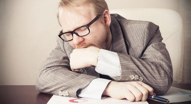 Müde Mitarbeiter sind unkonzentriert und weniger produktiv.