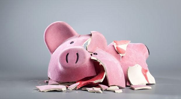 Der sparsame Deutsche ist gar nicht so sparsam:  Bei 35 Prozent der Befragten herrscht am Monatsende Ebbe auf dem Konto.