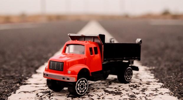 Ab dem 1. Oktober gilt die Lkw-Maut nicht mehr nur für Zwölftonner, sondern bereits für Fahrzeuge ab einem zulässigen Gesamtgewicht von 7,5 Tonnen.