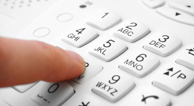 Darf ein Arbeitgeber seiner Mitarbeiterin fristlos kündigen, weil Sie Dutzende Male Privatgespräche vom Bürotelefon aus führte?