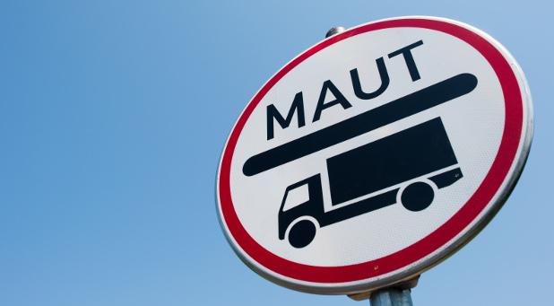 Ein Maut-Schild für Lastwagen auf der Bundesstraße: Seit 1. Oktober muss auch für 7,5-Tonner gezahlt werden.