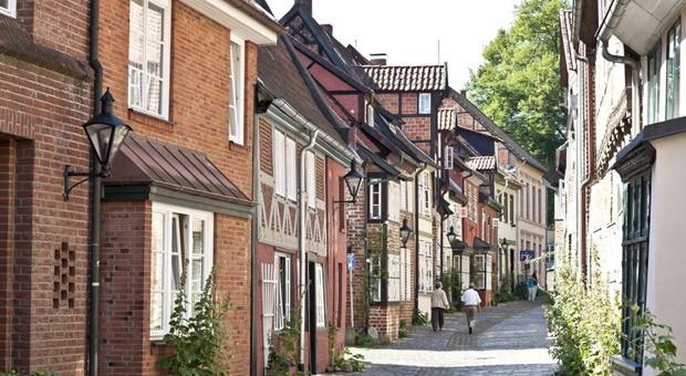 Lüneburg liegt im Speckgürtel von Hamburg - und ist inzwischen auch bei Hamburgern eine beliebte Alternative zum Wohnen. Das treibt die Preise nach oben.