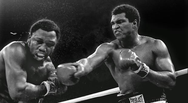 """Der """"Thrilla in Manila"""" im Jahr 1975 zwischen Muhammad Ali und Joe Frazier ist bis heute einer der legendärsten Boxkämpfe des 20. Jahrhunderts."""