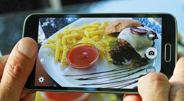"""Erst das Foto, dann darf gegessen werden - das ist die wichtigste Regel der """"Food Porn""""-Anhänger."""