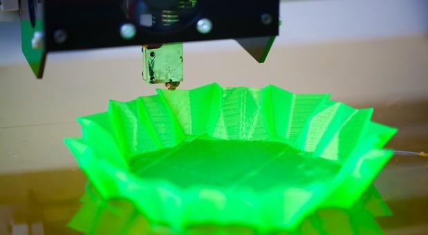 Schnell eine Schale mit dem 3D-Drucker ausdrucken: In der Maker Economy produzieren die Kunden ihre Produkte selbst.