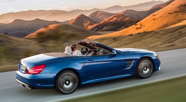 Der sportliche Markenableger AMG steuert wie schon bisher zwei weitere SL-Versionen bei. Der Mercedes AMG SL 63 leistet 430 kW / 585 PS und 900 Nm maximales Drehmoment; der V12 des AMG SL 65 legt mit 463 kW / 630 PS und 1000 Newtonmetern nochmals deutlich nach.