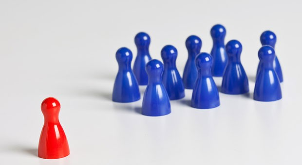 Ihr Mitarbeiter integriert sich nicht ins Team? Das kann ein Warnsignal für eine falsche Personalentscheidung sein.