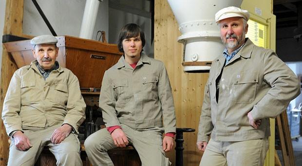 Drei Generationen Müller: Geschäftsführer Wolfgang Fessler (rechts) mit Vater Gerhard (links) und Sohn Tobias (Mitte).