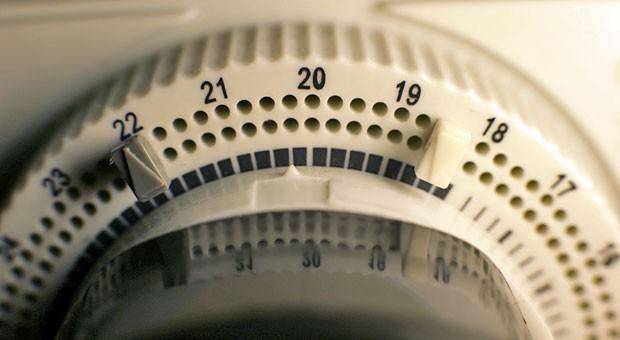 Lastmanagement mit kleinen Mitteln: Zeitschaltuhren können dabei helfen, Lastspitzen zu vermeiden und damit Stromkosten zu senken.