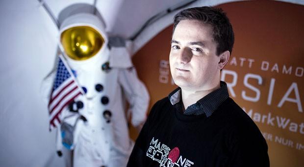 """""""Wir können nicht mal einfach zum Baumarkt fahren und Panzertape holen, um ein Loch zuzukleben"""", sagt """"Mars One""""-Kandidat Robert Schröder."""