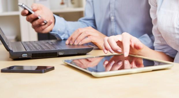 Rechner, Handy oder Tablet? Mobile Commerce wird immer relevanter.