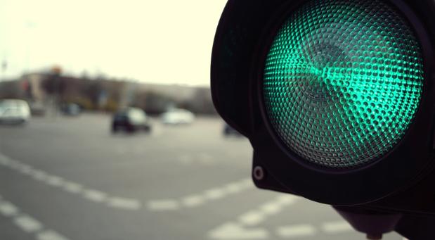 Um weiterhin grünes Licht im Straßenverkehr zu haben, sollten Autofahrer zum 1. Januar einige neue Regelungen beachten.