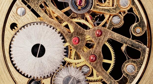 Zeitlos schön: Goldene Uhren liegen wieder im Trend.