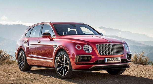 Mit dem Bentayga hat Bentley das Segment der Luxus-SUVs völlig neu definiert. Die Briten machen ungern halbe Sachen und so ist der Koloss aus Crewe innerhalb des ersten Produktionsjahres ausschließlich mit einem 609 PS starken Zwölfzylinder zu bekommen.