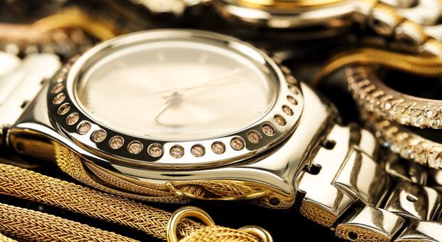 Haftet der Arbeitgeber wenn Uhren und Schmuck am Arbeitsplatz verschwinden?