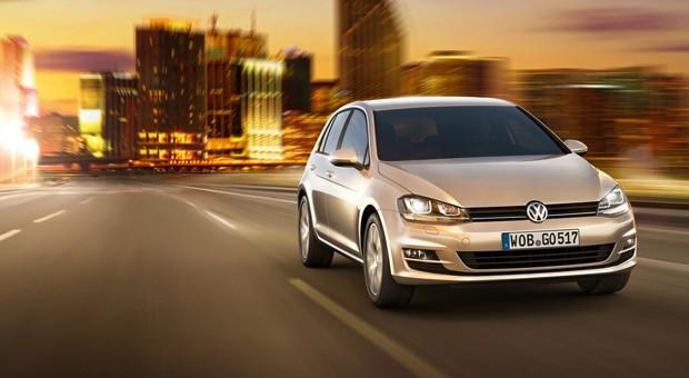 Unangefochtener Spitzenreiter: Volkswagen. Stolze 17 Prozent würden beim nächsten Autokauf auf VW setzen. Trotz Spitzenwert ging es für den deutschen Autobauer aber kräftig nach unten: 2009 wollten sich noch 22 Prozent der Befragten einen VW zulegen.