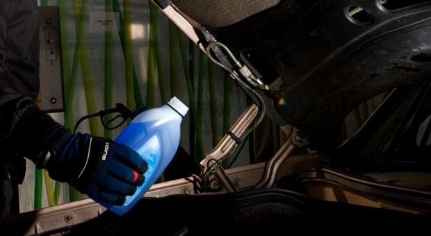 Frostschutzmittel sorgt für eisfreie Scheiben.