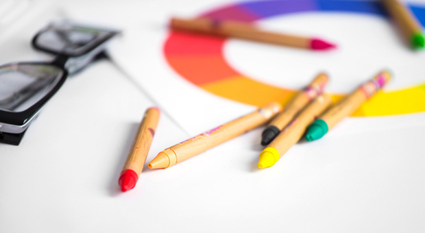Sicherheit oder doch lieber Action und Spannung - die Farben eines Firmenlogos können ganz unterschiedliche Dinge vermitteln.