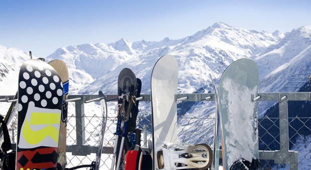 In Farchant können Wintersportler ihre Skier und Snowboards selber bauen.