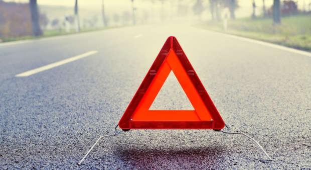 Ein Unfall passiert schnell. Wichtig für die eigene Sicherheit: zuerst muss die Unfallstelle gesichert werden.
