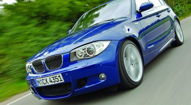 Üppige 265 PS bringt der BMW 130i mit. Sein Heckantrieb gehört zum Fahrdynamischsten, was die Kompaktklasse dieser Generation zu bieten hat. Dazu kommt noch der herrlich klingende drehfreudige Reihen-Sechszylinder. Das Resultat: In 6,1 Sekunden hechtet der 130i auf 100 km/h und bei 250 km/h regelt die Software den wilden Sturm nach vorne ab. Außerdem …