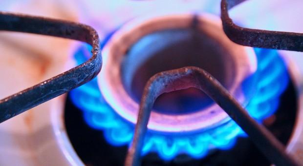 Gegen Preiserhöhungen bei Strom und Gas können sich Verbraucher nur schwer wehren. Verbraucherschützer hoffen deshalb auf den Erfolg einer Verfassungsklage.